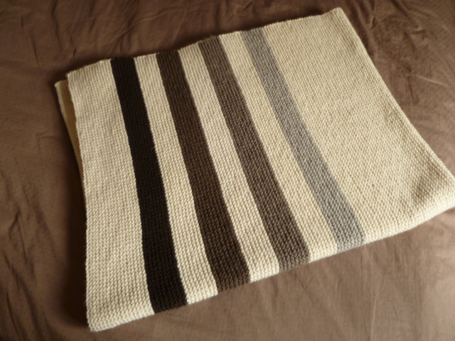 my own Caribou blanket - about 60$ worth of yarn / mon jeté Caribou - 60$ de laine